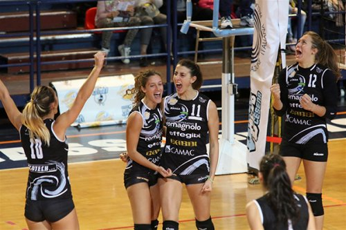 San Lazzaro di Savena-Volley Club Cesena 3-0 (25-18, 25-21, 25-13)