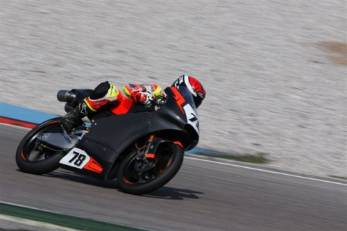 Andrea Raimondi con il Lucky Racing Team in gara 2 a Misano