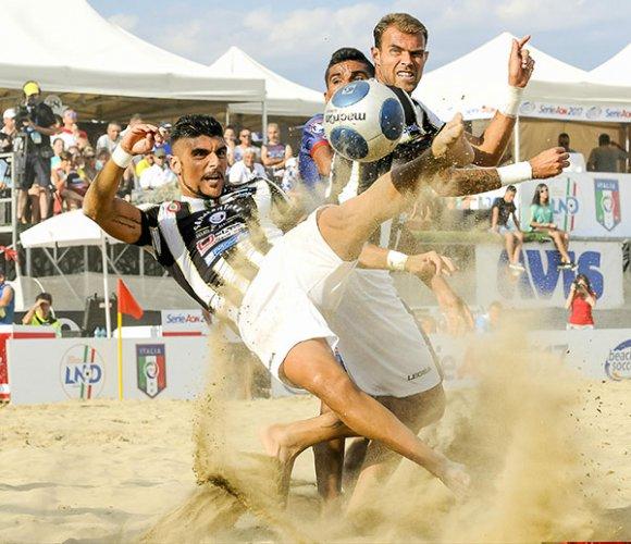 Beach soccer – Parte la nuova stagione FIGC-LND: dalla Sardegna alla Sicilia il viaggio tra le spiagge più belle d'Italia