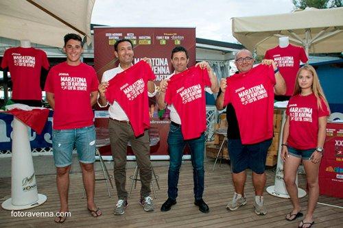 Presentata ufficialmente la t-shirt joma della 20esima edizione della maratona di Ravenna.