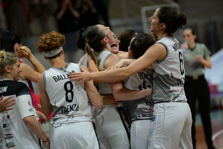 Serie A2 Femminile Gara 3 Finale Play - off . E-Work sei bellissima !