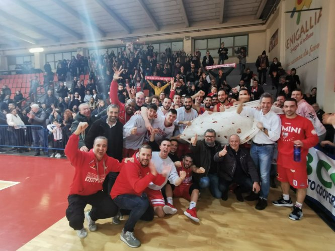 Goldengas Pallacanestro Senigallia-Albergatore Pro RBR 77-82