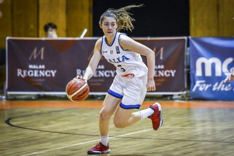 """Silvia Nativi : """"Il basket è parte essenziale nella mia vita""""."""
