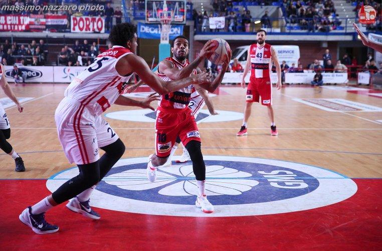 Pompea Mantova  vs Pall. Forlì Unieuro 2.015   92 - 86 .