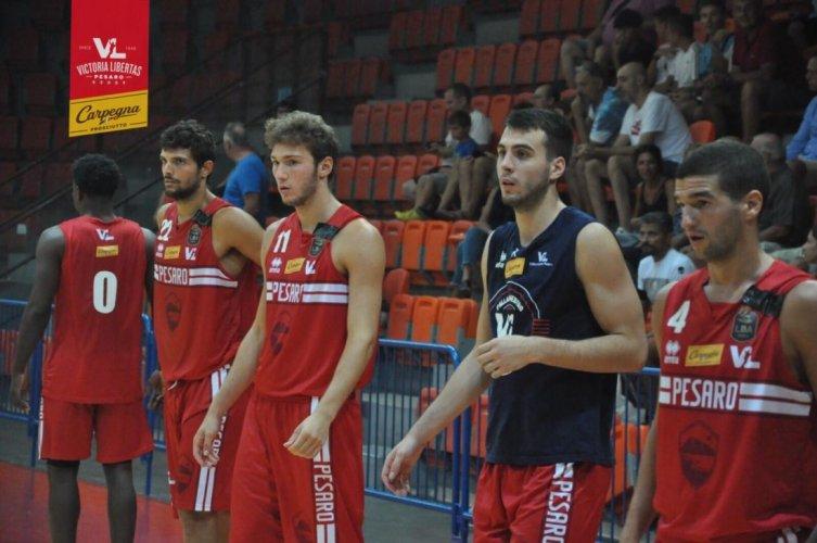 Debutto con vittoria per la Carpegna Prosciutto Basket Pesaro.