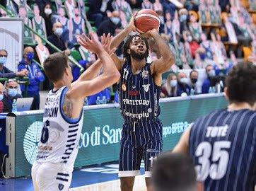 La Fortitudo Lavoropiù Bologna chiude la stagione con una sconfitta a Trieste