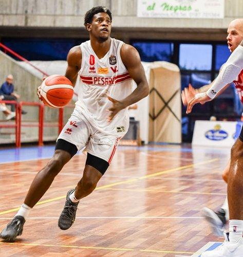 Carpegna Prosciutto Basket Pesaro a fasi alterne, la Grissin Bon Reggio Emilia vince nel quadrangolare di La Spezia