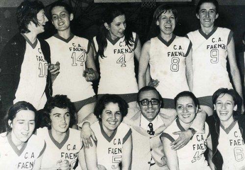 Cinquant'anni fa la serie A per il Club Atletico Faenza pallacanestro femminile