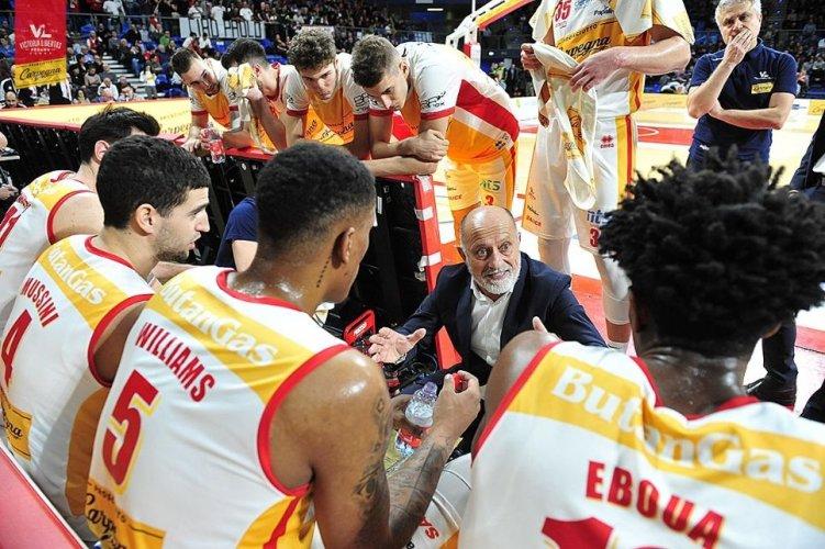 Coach Giancarlo Sacco presenta Fortitudo Pompea  vs Carpegna Prosciutto Pesaro Basket
