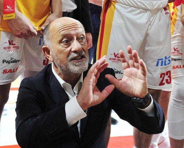 Coach Giancarlo Sacco presenta Carpegna Prosciutto Basket Pesaro  vs Acqua S. Bernardo Cantù