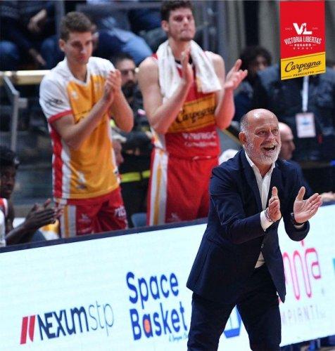 Coach Giancarlo Sacco presenta Carpegna Prosciutto Basket Pesaro  vs Banco di Sardegna Sassari