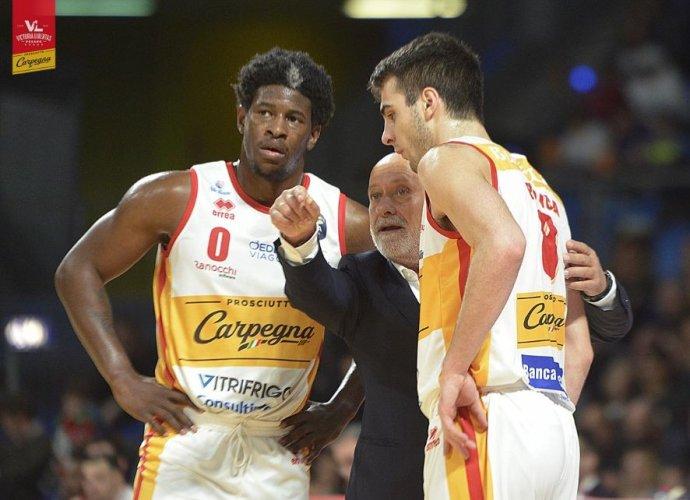 Coach Giancarlo Sacco presenta Pall. Varese   vs  Carpegna Prosciutto Basket Pesaro