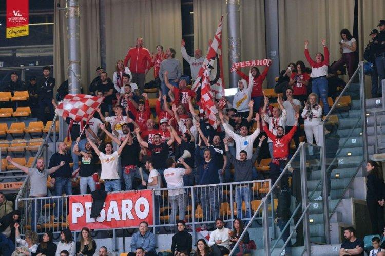 La Carpegna Prosciutto Basket Pesaro sbanca il PalaDozza e vince contro la Fortitudo Bologna 77-80