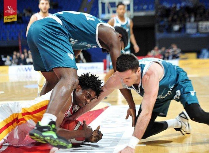 Carpegna Prosciutto Basket Pesaro  vs Cinelandia Acqua S. Bernardo Cantù  72 - 87