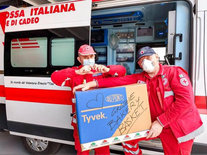 La Bakery Basket Piacenza dona tute protettive alla Croce Rossa