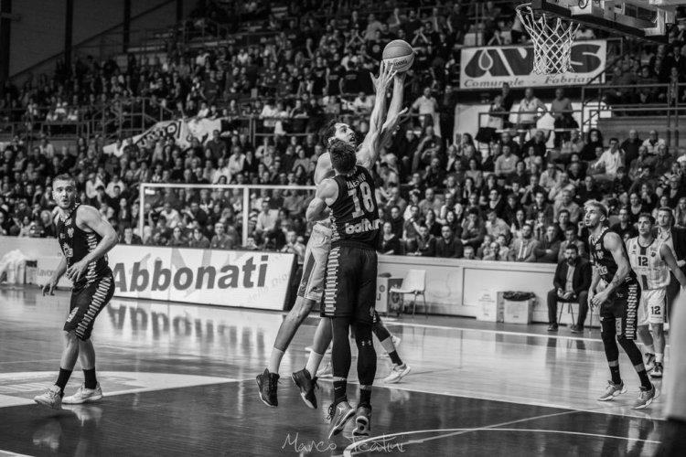 Benedetto XIV Tramec Cento - Janus Basket Fabriano  68 - 66