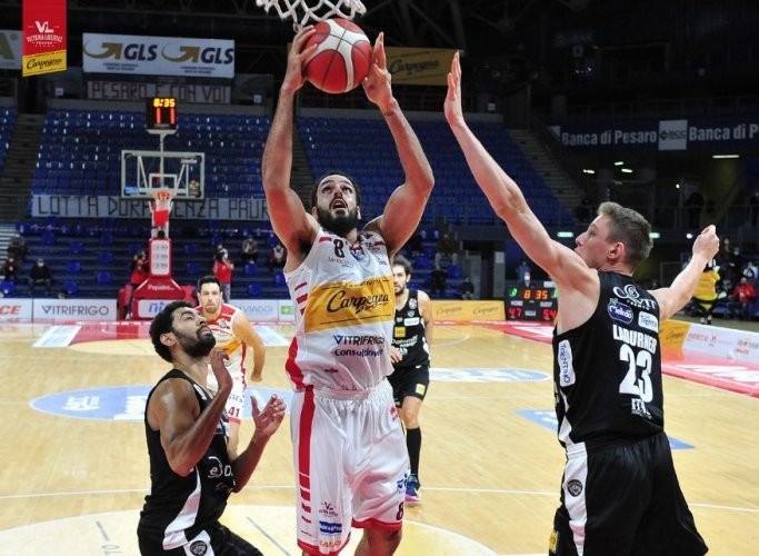 Carpegna Prosciutto Basket Pesaro - Dolomiti Energia Trentino 57-71