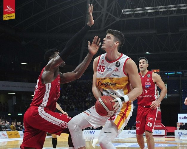 Carpegna Prosciutto Basket Pesaro vs Armani Exchange Milano  65-71