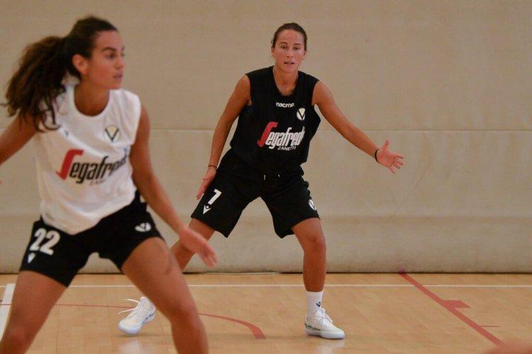 Virtus Segafredo femminile: domani primo test stagionale per la squadra di Coach Serventi