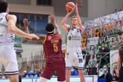 Giovedì alle 21 gara 5 tra Umana Reyer Venezia-Banco di Sardegna deciderà l'ultima semifinalista