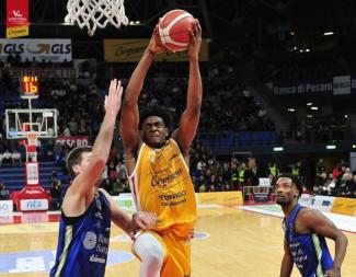 Carpegna Prosciutto Basket Pesaro  vs Banco di Sardegna Sassari  82 - 107