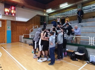 Pall. Nazareno Carpi  - Pizzoli Veni Basket    81 - 84