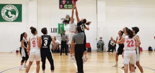 Il Basket Girls soffre ma vince al debutto contro Senigallia