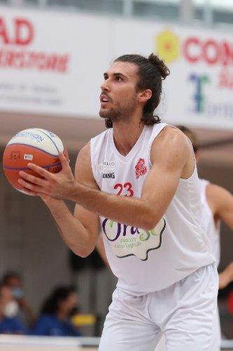 Basket Ravenna - L'OraSì saluta la Supercoppa ma ritrova Sullivan e Arnaldo