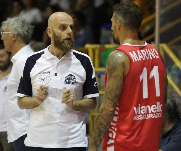 Basket Ravenna - OraSì Ravenna, è subito derby. Il prepartita del match di Forlì.