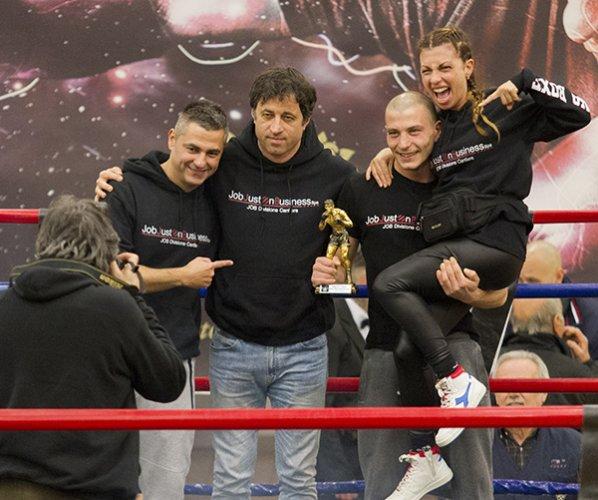 Lo spettacolo della boxe vince tra gli applausi di un gremito Pala Costa