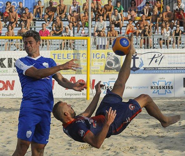 L'arbitro Raffaele Delvecchio prossimo al debutto ufficiale nel Beach Soccer