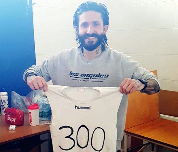 Andrea Toni festeggi le 300 reti realizzate in carriera
