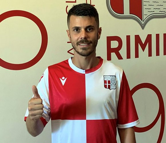 Fabrizio Carboni con la maglia a scacchi del Rimini