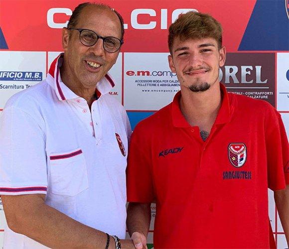 Il terzino destro Gennaro Carrano è un giocatore della Sangiustese