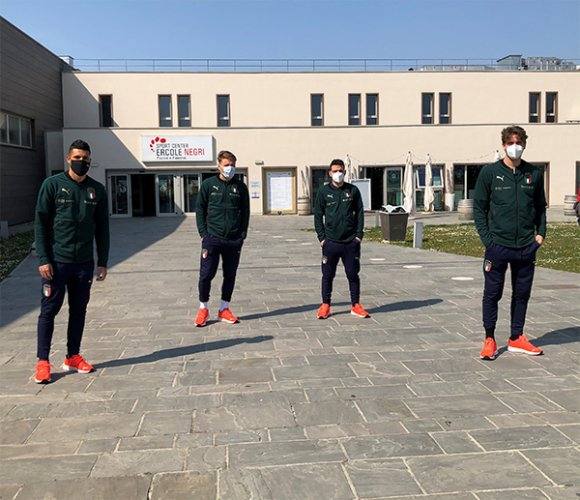 La nazionale italiana di calcio allo sport center Ercole Negri nel post Irlanda del nord