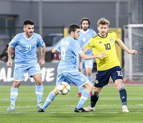 Un coraggioso San Marino superato 2-0 davanti a 4000 tifosi