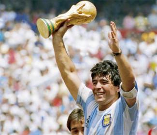 È morto Maradona: il calcio piange il più grande di tutti