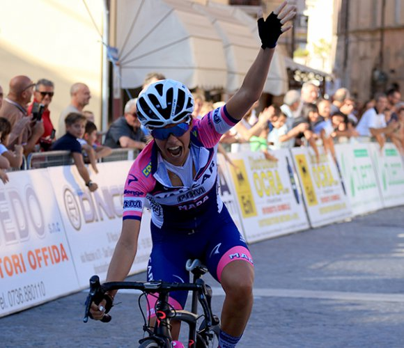 Giro delle Marche in Rosa: Dalia Muccioli in trionfo nella Amandola-Matelica