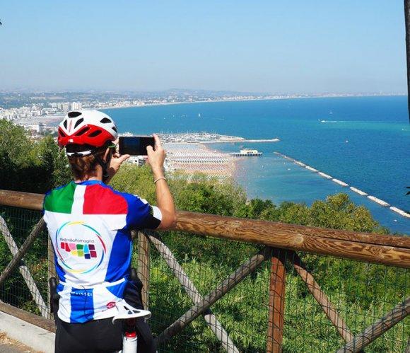 Fabiana Luperini si allena sulle strade della Misano bike