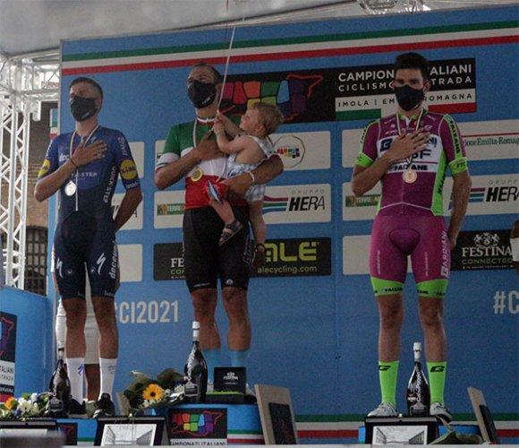 Imola: Sonny Colbrelli trionfa nel campionato italiano