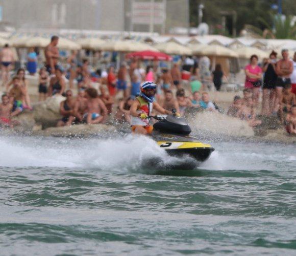 Aqua battle MotoGP - Spettacolo alla sunset beach area di Cattolica