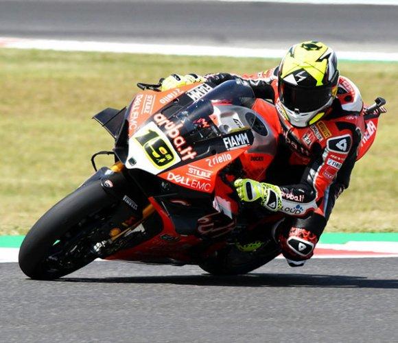 Superbike, gara-2 Misano: Bautista cade, Rea trionfa e riapre il campionato