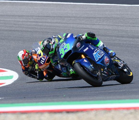 Moto2, altra doppietta tricolore: Bastianini resiste a Bezzecch