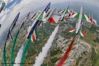 Moto GP: le Frecce Tricolori alla partenza del Gran Premio Nolan del Made in Italy e dell'Emilia-Romagna