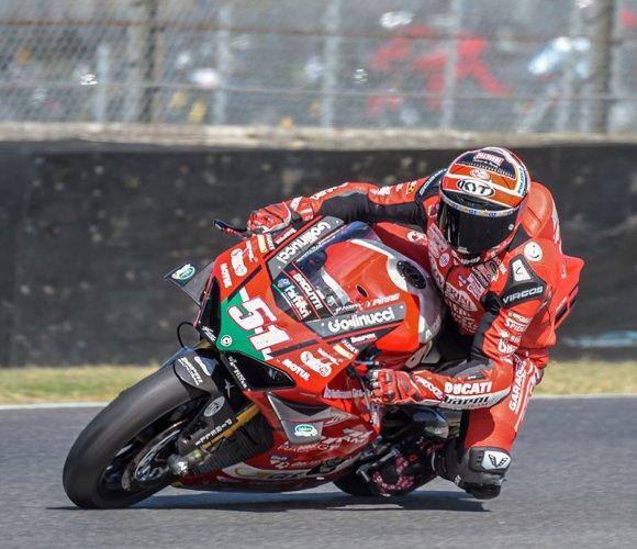 Il tester Ducati MotoGP vince anche a tricolore già conquistato. A Vallelunga la V4R domina davanti a Lorenzo Savadori. Podio completato da Samuele Cavalieri