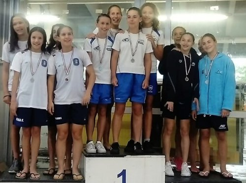 """E' d'oro la staffetta femminile Esordienti """"A"""" del Centro Sub Nuoto Faenza."""