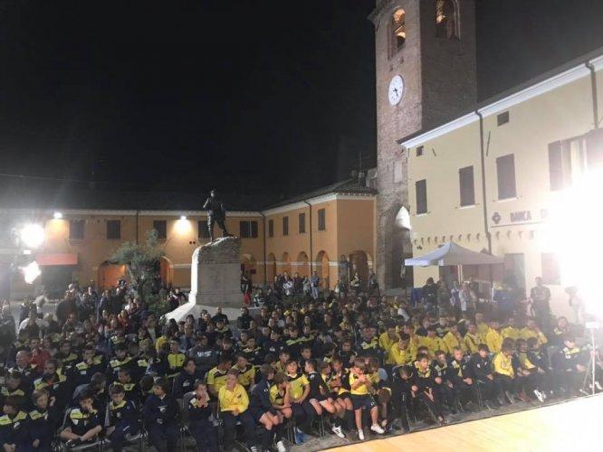 Invasione gialloblù: la Marignanese in piazza per presentarsi alla città