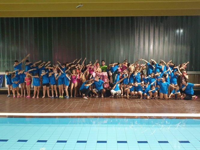 80 baby nuotatoti in vasca al Garden per la rassegna AICS