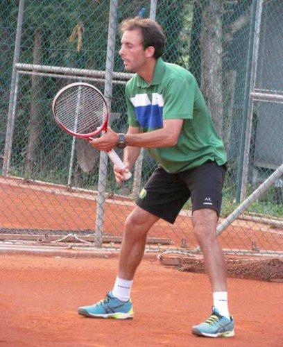 Sorteggiato il main-draw nell'Open del Ct Cervia, n.1 Alessandro Rondinelli, n.2 Pambianco     CERVIA. Mentre prosegue il tabellone di 3°, è stato sorteggiato anche il tabellone finale nel torneo nazionale Open maschile del Circolo Tennis Cervia. Gu