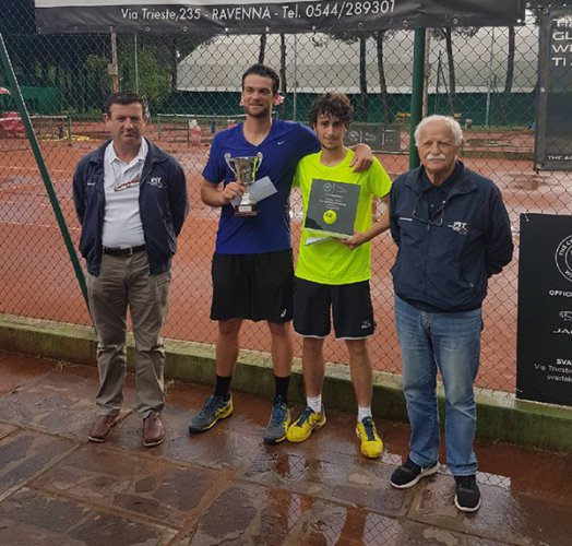 """Il riminese Manuel Mazza batte Mattia Barducci e conquista il torneo nazionale Open """"Sva Dakar Jaguar"""" organizzato dal Circolo Tennis Cervia"""